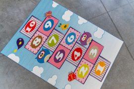 Gyerek szőnyeg színes ugróiskolás 130x180cm