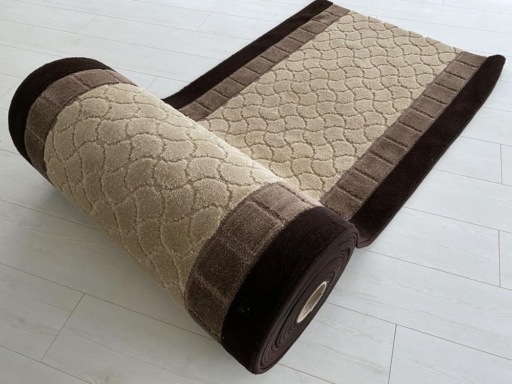 Futó méterben Geometrikus mintás bézs csoki szélel Gumis aljal 80cm széles minöségi szőnyeg