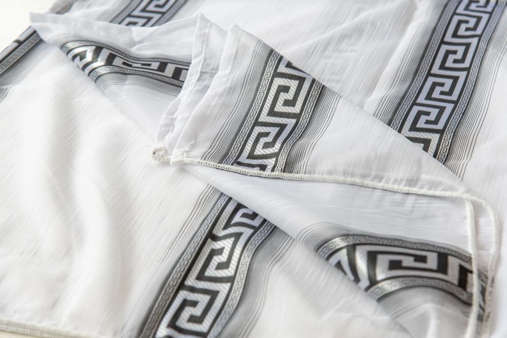 Kész Luxury hófehér alapon görög fekete 300x180cm függöny