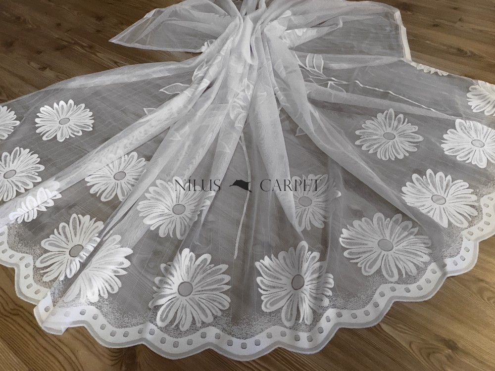 Kész hófehér alapon fehér 49 margaréta 300x250cm függöny