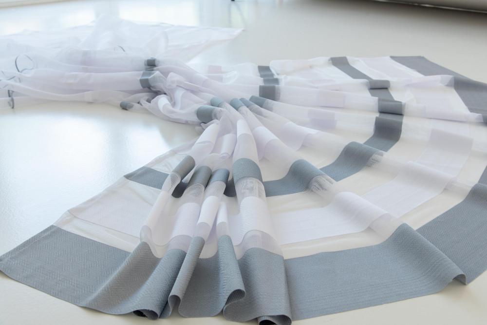 Kész függöny Jacquard fehér alapon szürke csíkos 400x200cm