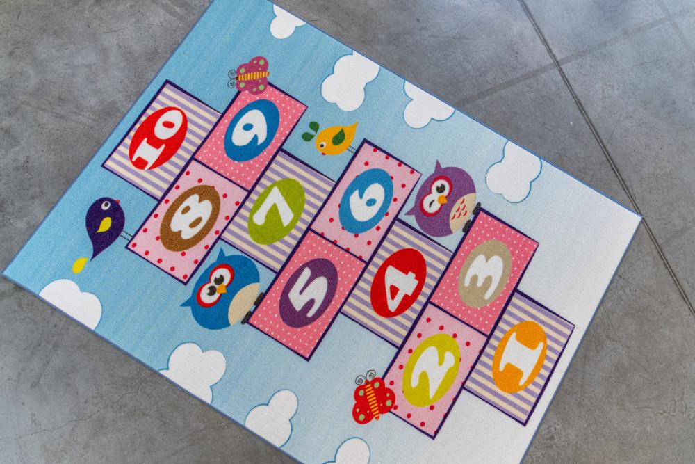 Gyerek szőnyeg színes ugróiskolás 160x240cm